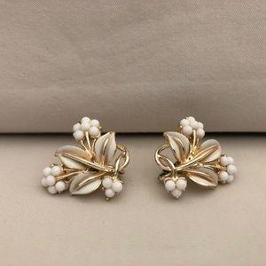 Vintage Gold White Flower Earrings